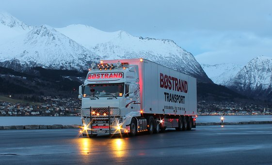 truck-2391940__340